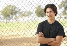 Adolescente che si siede nel campo da giuoco immagini stock libere da diritti