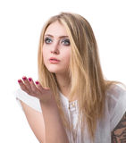 Adolescente che soffia sulla palma Immagine Stock Libera da Diritti