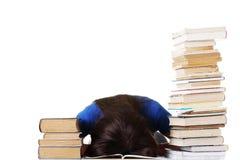 Adolescente che studia allo scrittorio che è stanco Fotografia Stock Libera da Diritti