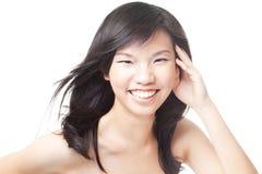 Adolescente chino asiático joven con el pelo azotado por el viento Imágenes de archivo libres de regalías