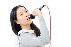 Adolescente chino con el micrófono Imágenes de archivo libres de regalías