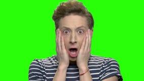 Adolescente chocado e surpreendido vídeos de arquivo