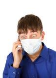 Adolescente chocado en máscara de la gripe Fotos de archivo