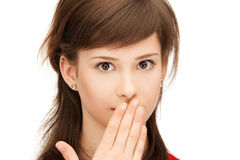 Adolescente com as palmas sobre a boca imagem de stock