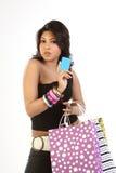 Adolescente com cartão e sacos de crédito imagem de stock