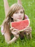 Adolescente com melancia fotografia de stock royalty free