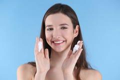 Adolescente com problema da acne fotografia de stock royalty free