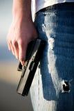 Adolescente com revólver Fotografia de Stock Royalty Free