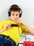 Adolescente com telemóvel fotografia de stock