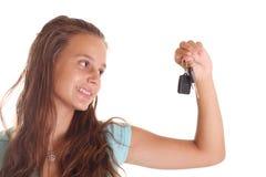 Adolescente con claves del coche Imagen de archivo libre de regalías