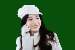 Adolescente con desgaste del invierno en estudio Imagen de archivo libre de regalías