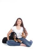 Adolescente con dos animales domésticos Foto de archivo libre de regalías