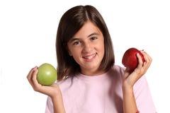 Adolescente con dos manzanas Foto de archivo libre de regalías