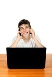Adolescente con dos teléfonos Imágenes de archivo libres de regalías