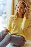 Adolescente con el artilugio Imagen de archivo