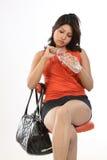 adolescente con el bolso de cuero y la botella de agua Imagen de archivo libre de regalías