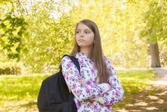 Adolescente con el bolso de escuela Imágenes de archivo libres de regalías