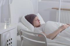 Adolescente con el cáncer de sangre Imagenes de archivo