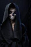 Adolescente con el cabo del cráneo del maquillaje Imagenes de archivo