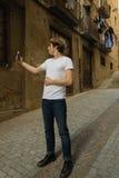 Adolescente con el carácter en Girona, España Imágenes de archivo libres de regalías