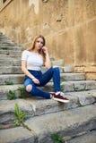 Adolescente con el carácter en Girona, España Fotografía de archivo