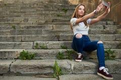 Adolescente con el carácter en Girona, España Imagen de archivo libre de regalías