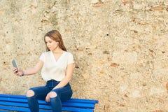 Adolescente con el carácter en Girona, España Foto de archivo libre de regalías