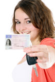 Adolescente con el carné de conducir Imágenes de archivo libres de regalías