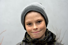 Adolescente con el casquillo Foto de archivo libre de regalías