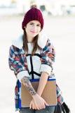 Adolescente con el casquillo de las lanas Imagenes de archivo