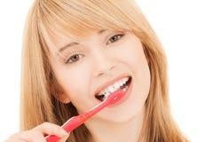 Adolescente con el cepillo de dientes Imagen de archivo