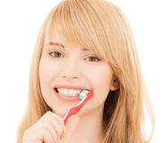 Adolescente con el cepillo de dientes Foto de archivo libre de regalías