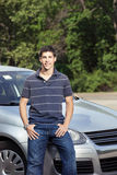 Adolescente con el coche Imagenes de archivo