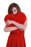 Adolescente con el corazón rojo Foto de archivo