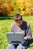 Adolescente con el cuaderno Fotos de archivo