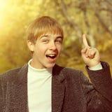 Adolescente con el dedo para arriba Imagenes de archivo