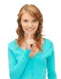 Adolescente con el finger en los labios Fotografía de archivo
