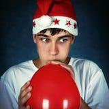 Adolescente con el globo rojo Imagen de archivo libre de regalías
