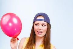 Adolescente con el globo rojo Fotografía de archivo