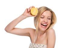 Adolescente con el limón Foto de archivo