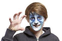 Adolescente con el lobo de la pintura de la cara Fotografía de archivo