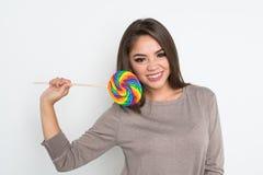 Adolescente con el Lollipop Foto de archivo