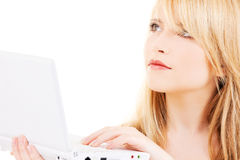 Adolescente con el ordenador portátil Fotos de archivo