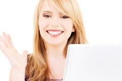 Adolescente con el ordenador portátil Imagen de archivo libre de regalías
