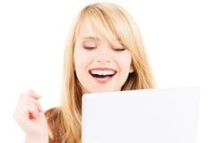 Adolescente con el ordenador portátil Fotografía de archivo libre de regalías