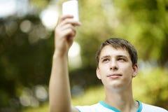 Adolescente con el palmtop Fotos de archivo libres de regalías