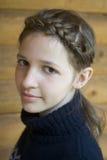 Adolescente con el peinado trenzado Fotografía de archivo libre de regalías