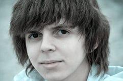 Adolescente con el pelo lanudo Imagen de archivo