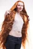 Adolescente con el pelo largo Foto de archivo libre de regalías