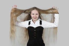 Adolescente con el pelo largo Foto de archivo